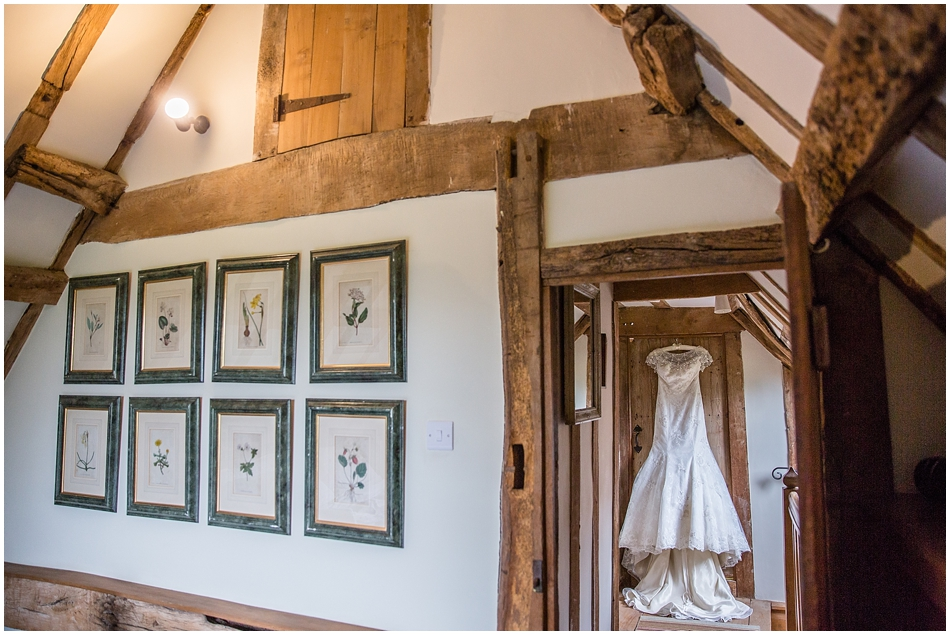 hales-hall-barn-wedding_004