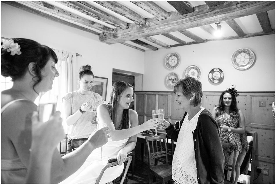 hales-hall-barn-wedding_016