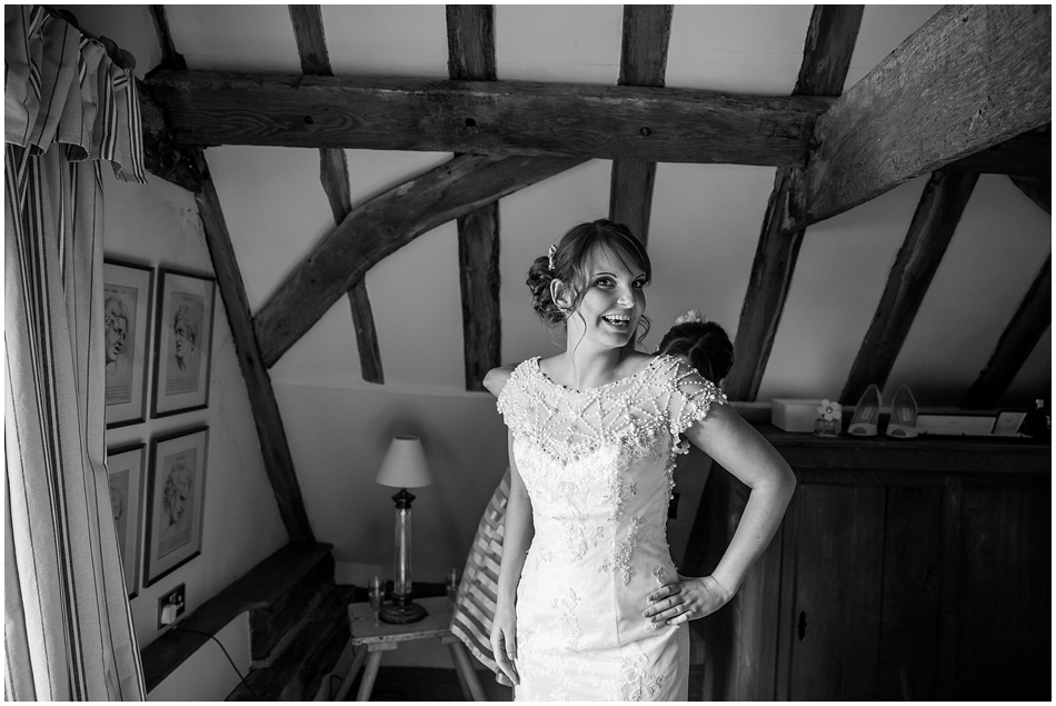 hales-hall-barn-wedding_022