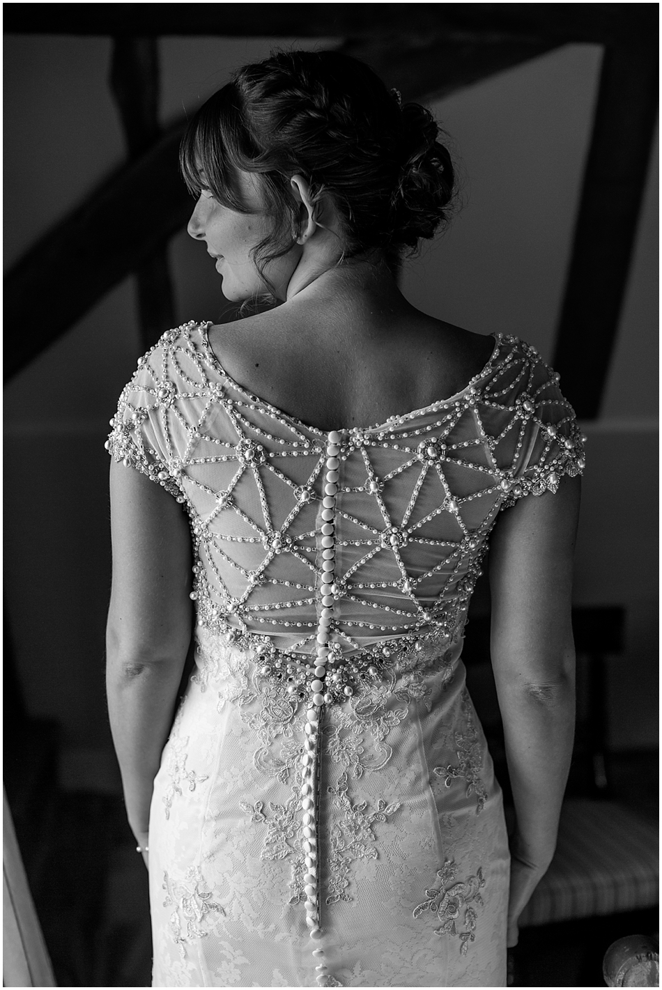 hales-hall-barn-wedding_025