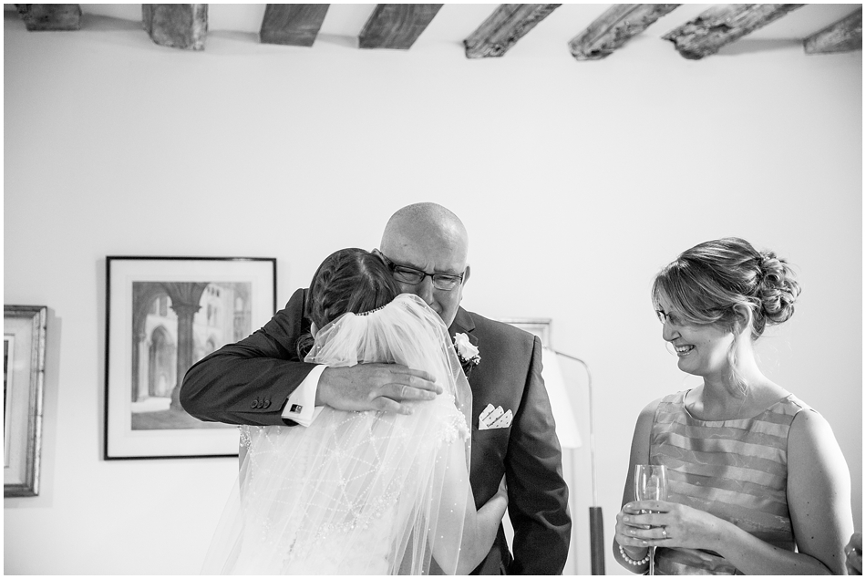 hales-hall-barn-wedding_028