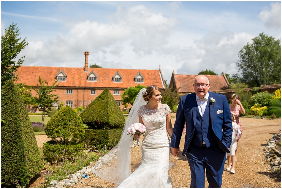 hales-hall-barn-wedding_030