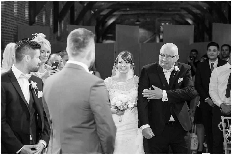 hales-hall-barn-wedding_031