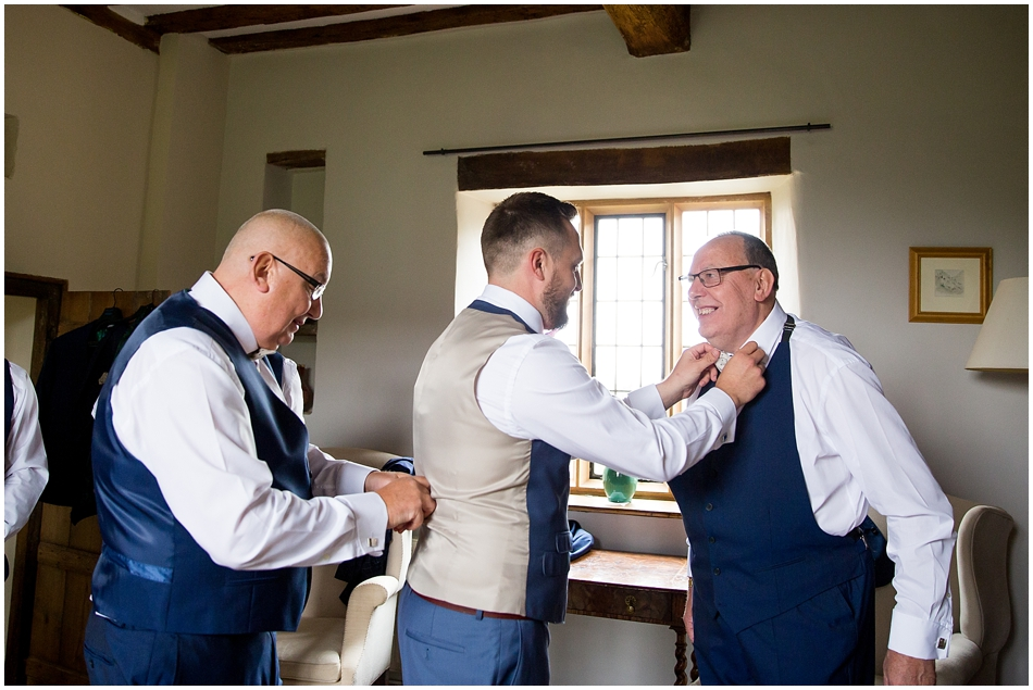 hales-hall-barn-wedding_035