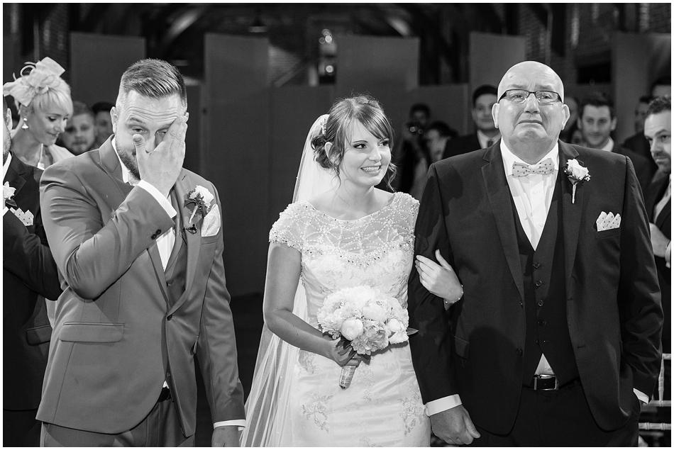 hales-hall-barn-wedding_041