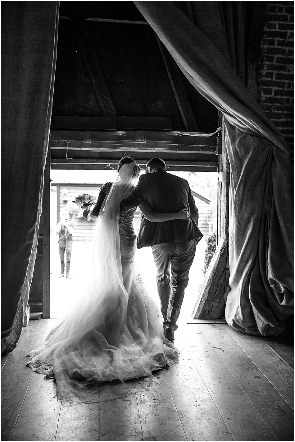 hales-hall-barn-wedding_050