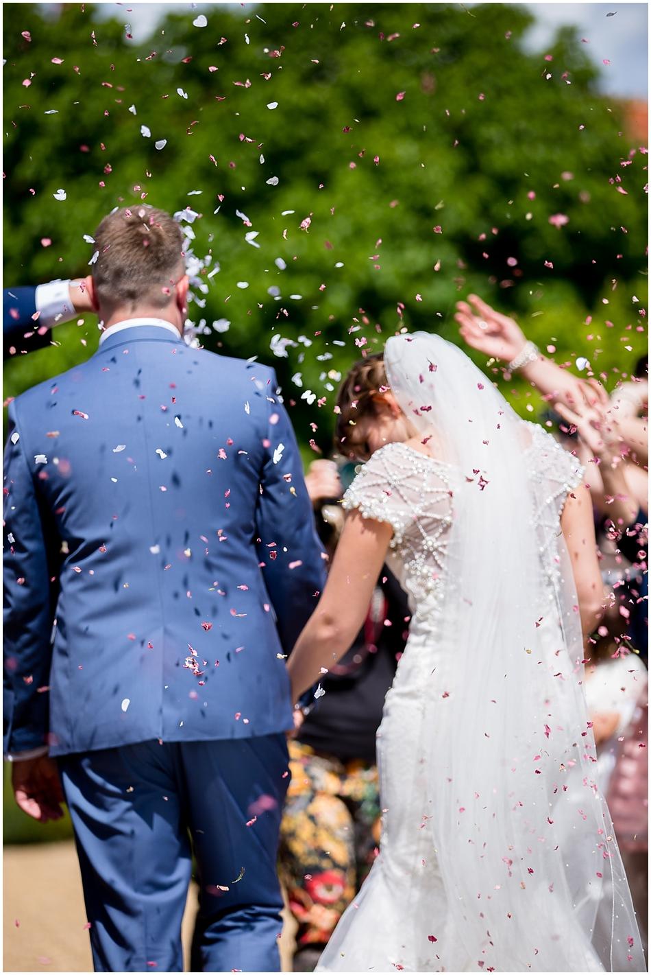 hales-hall-barn-wedding_052