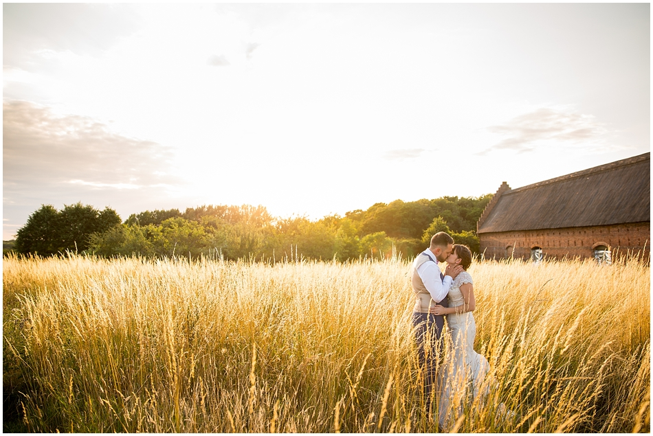 hales-hall-barn-wedding_092