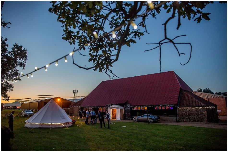 the-red-barn-wedding-photography_092