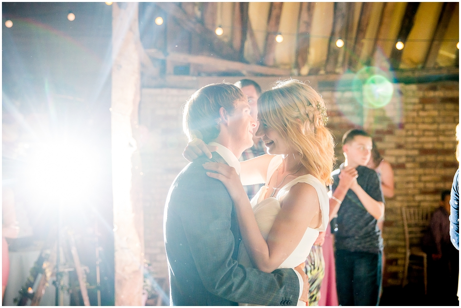 the-red-barn-wedding-photography_097