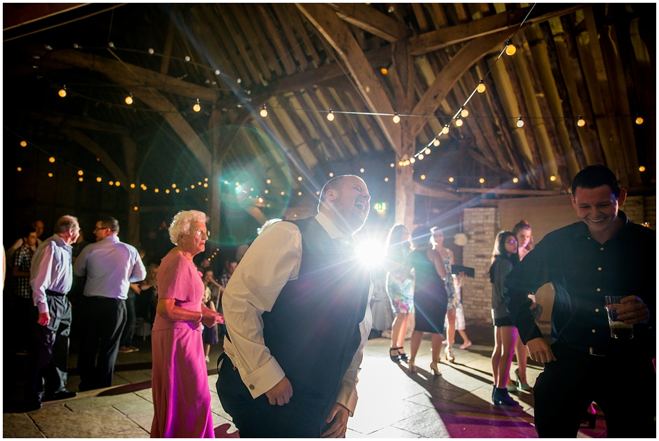 the-red-barn-wedding-photography_103